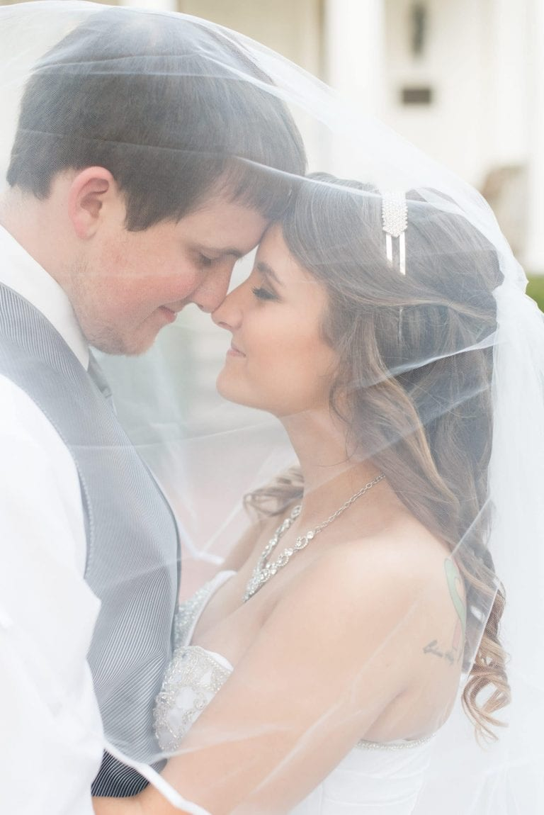 Victoria Rayburn photography is a Lafayette, Indiana wedding photographer. She photographed the Curran wedding in Crawfordsville, Indiana.