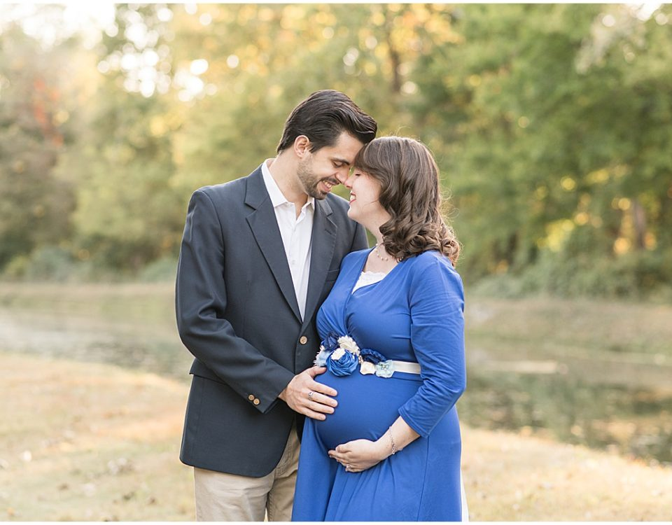Maternity photos at Holcomb Gardens in Indianapolis