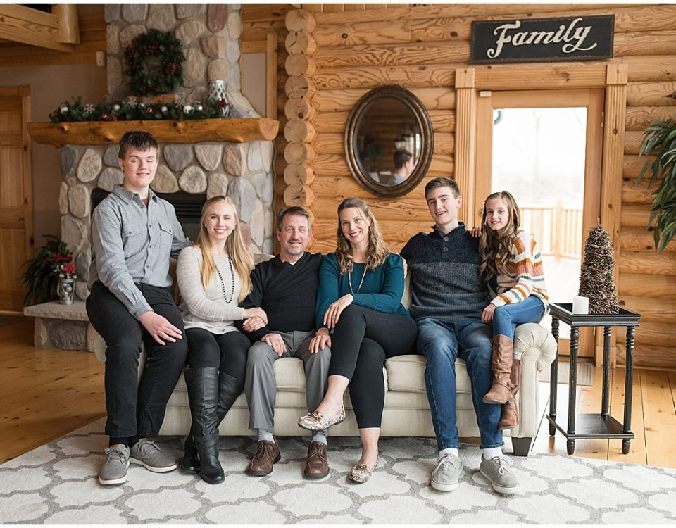 Log cabin family photos in Chalmers, Indiana