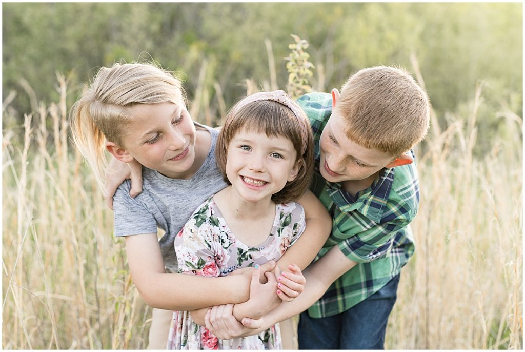 Spring family photos at Fairfield Lakes Park in Lafayette, Indiana by Victoria Rayburn Photography