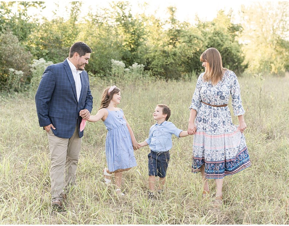 Family photos at Fairfield Lakes Park in Lafayette, Indiana